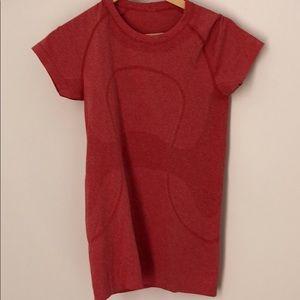 Lululemon sz 6 red t-shirt